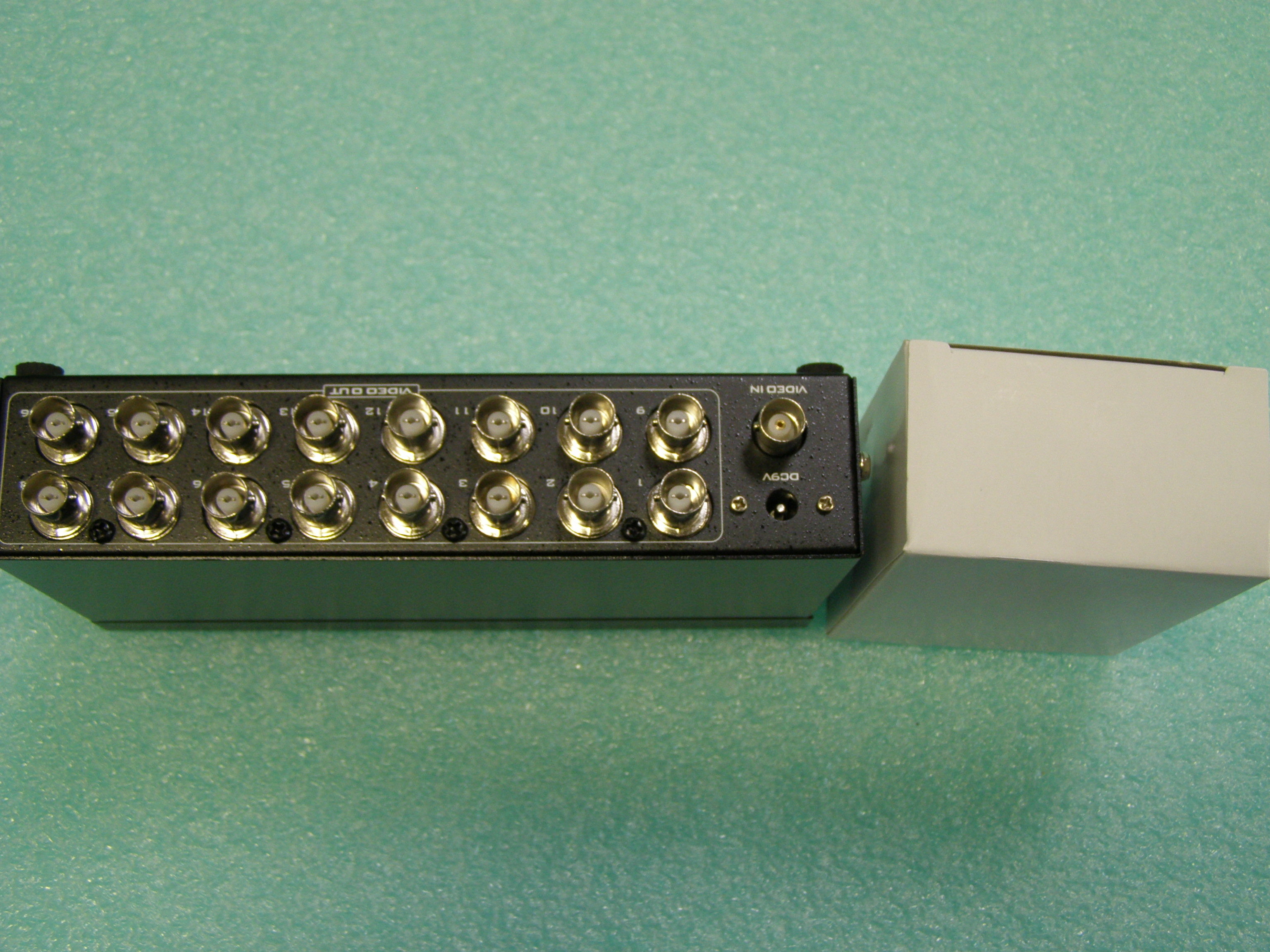 16 Ports BNC Video Splitter Distribution Amplifier Adapter MT-1016BC-4