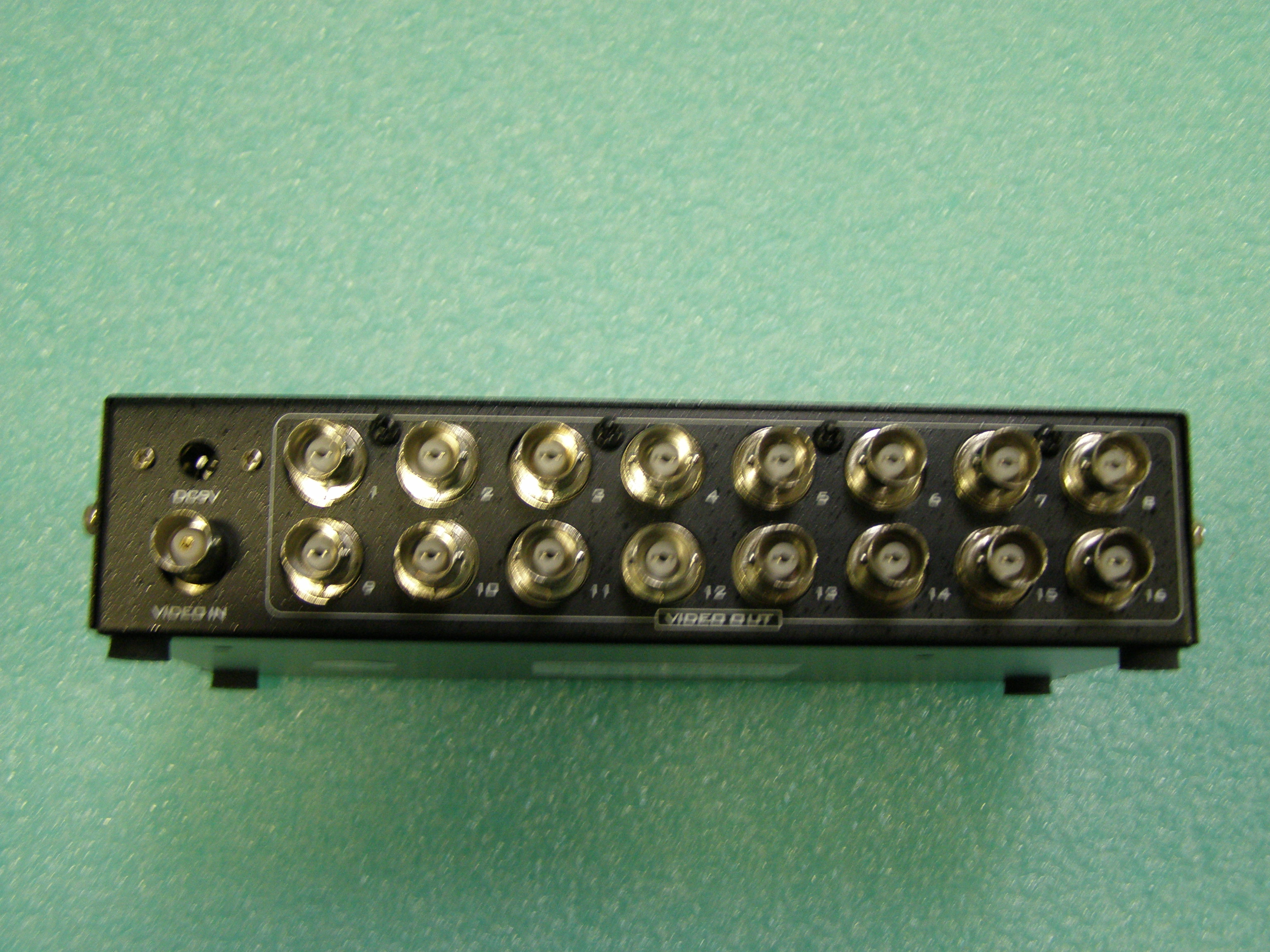 16 Ports BNC Video Splitter Distribution Amplifier Adapter MT-1016BC-5